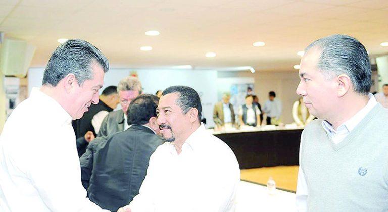 El Gobernador del Estado, Rutilio Escandón Cadenas, con funcionarios entrantes.